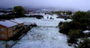 Una veduta di Rocca di Mezzo tratta da una webcam in occasione della prima neve di stagione sull'Appennino abruzzese, 22 ottobre 2018. ANSA/ ++HO - NO SALES EDITORIAL USE ONLY++