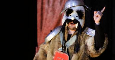 Nel teatrino più piccolo del mondo, la storia grottesca di Ubu Brat